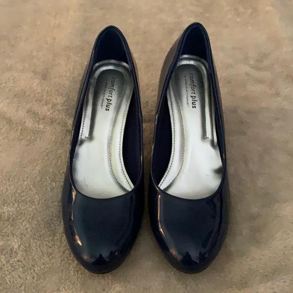 navy blue woman's heels